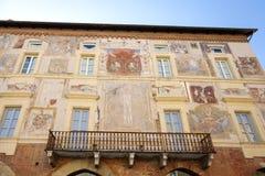 Mondovì Rione piazza (Cuneo): stara pałac fasada koloru córek wizerunku matka dwa Obraz Royalty Free