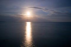 Mondschein über dem Meer Lizenzfreies Stockfoto
