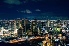 Mondschein über den Skylinen stockfoto
