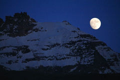 Mondschein über Gran Paradiso lizenzfreies stockbild