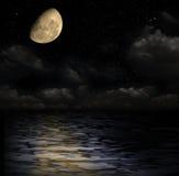 Mondschein auf dem Wasser Stockfoto