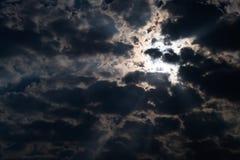 Mondschein und bewölkte Nacht furchtsam Stockfotos