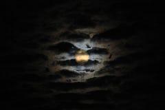 Mondschein unter Wolken Lizenzfreies Stockfoto