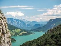 Mondsee e Attersee, vista da rocha de Drachenwand, através do ferrata, H Fotos de Stock