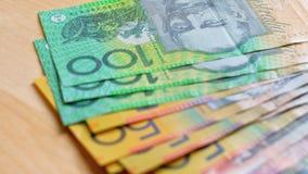 Moneda australiana con fives, diez, años 20, años 50 y cientos notas Fotografía de archivo libre de regalías