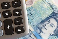 Moneda británica - nota de cinco libras foto de archivo libre de regalías