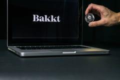 Moneda con el logotipo de Bakkt en una pantalla del ordenador portátil, Eslovenia de Ethereum - 23 de diciembre de 2018 imagen de archivo