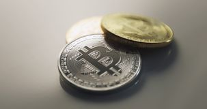 Moneda Crypto, bitcoin BTC, moneda mordida almacen de metraje de vídeo