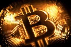 Moneda crypto del símbolo del bitcoin de la moneda de oro Fotos de archivo libres de regalías