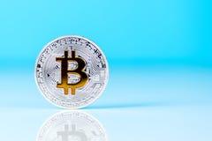 Moneda de Bitcoin - moneda crypto del mundo Tendencia financiera de 2017 y 2018 años concepto del dinero de la Crypto-moneda Imagen de archivo