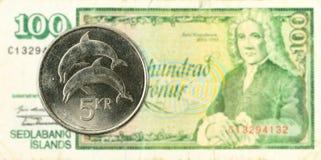 moneda de la corona islandesa 5 contra billete de banco de la corona islandesa 100 foto de archivo libre de regalías