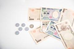 Moneda de los billetes de banco de los yenes japoneses y de los yenes japoneses Fotografía de archivo libre de regalías