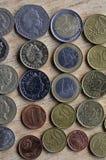 MONEDA DE LOS EUROS DE LA LIBRA VERS DE STERLING BRITÁNICO Foto de archivo libre de regalías