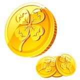 Moneda de oro con la muestra del trébol Imagen de archivo