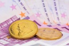 moneda de oro y dinero del efectivo Foto de archivo libre de regalías