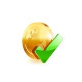 Moneda de oro y marca de cotejo verde Fotos de archivo libres de regalías