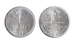 Moneda del Peso de la Argentina de 1984 Objeto aislado en un fondo blanco Fotos de archivo libres de regalías