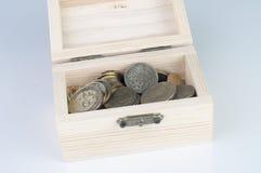 Moneda en caja de madera Imagenes de archivo
