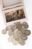 Moneda en caja de madera Imagen de archivo