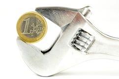 Moneda euro bajo presión Fotos de archivo
