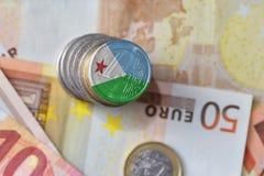 Moneda euro con la bandera nacional de Djibouti en el fondo euro de los billetes de banco del dinero Fotografía de archivo