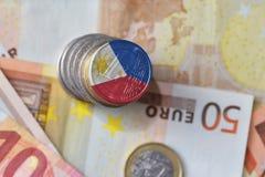 Moneda euro con la bandera nacional de Filipinas en el fondo euro de los billetes de banco del dinero Fotografía de archivo