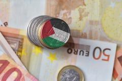 Moneda euro con la bandera nacional de Palestina en el fondo euro de los billetes de banco del dinero Fotografía de archivo libre de regalías