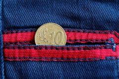 Moneda euro con una denominación del centavo euro diez en el bolsillo de Imagen de archivo libre de regalías