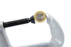 Moneda euro en un vicio Imagenes de archivo