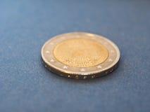 1 moneda euro, unión europea, Alemania sobre azul Fotografía de archivo