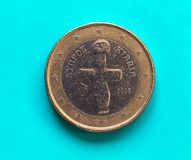 1 moneda euro, unión europea, Chipre sobre azulverde Fotos de archivo