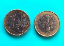 1 moneda euro, unión europea, Chipre sobre azulverde Imagen de archivo