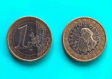 1 moneda euro, unión europea, Eslovenia sobre azulverde Imagen de archivo