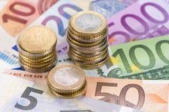 Moneda euro y billetes de banco Fotografía de archivo libre de regalías