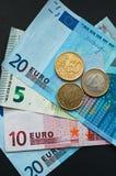 Moneda europea, billetes de banco euro y monedas Imagen de archivo libre de regalías