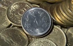 Moneda india de la moneda una rupia fotografía de archivo
