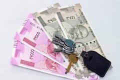 Moneda india de 500 y 2000 notas de la rupia Fotografía de archivo