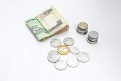 Moneda india que miente en la tabla fotos de archivo