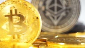 Moneda macra hecha por Ethereum detrás de Created As Currency modelo almacen de metraje de vídeo