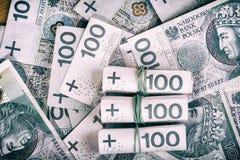 Moneda polaca PLN, dinero Archive el rollo de los billetes de banco de 100 PLN y x28; P Foto de archivo libre de regalías