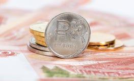 Moneda rusa, rublo: billetes de banco y monedas Fotos de archivo libres de regalías