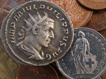 Moneda suiza romana y moderna antigua foto de archivo