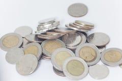 Moneda tailandesa en el fondo blanco, moneda tailandesa Fotografía de archivo libre de regalías