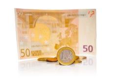 Moneda un euro y billete de banco del euro cincuenta Imágenes de archivo libres de regalías