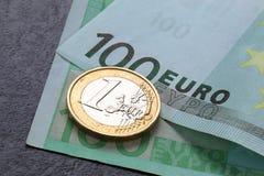 Moneda y billete de banco euro Fotos de archivo libres de regalías