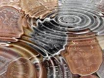 Monedas bajo el agua Imagen de archivo libre de regalías