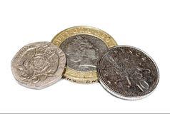 Monedas británicas en el primer blanco Imágenes de archivo libres de regalías