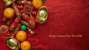 Monedas chinas de la suerte o de los lingotes chinos del nudo y chinos del oro Imagenes de archivo