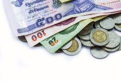 Monedas con el banco Imágenes de archivo libres de regalías