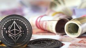 Monedas creadas por la plataforma Ethereum cerca del dólar Rolls de la rublo